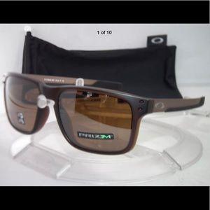 46eadce047 Men s Holbrook Oakley Sunglasses on Poshmark